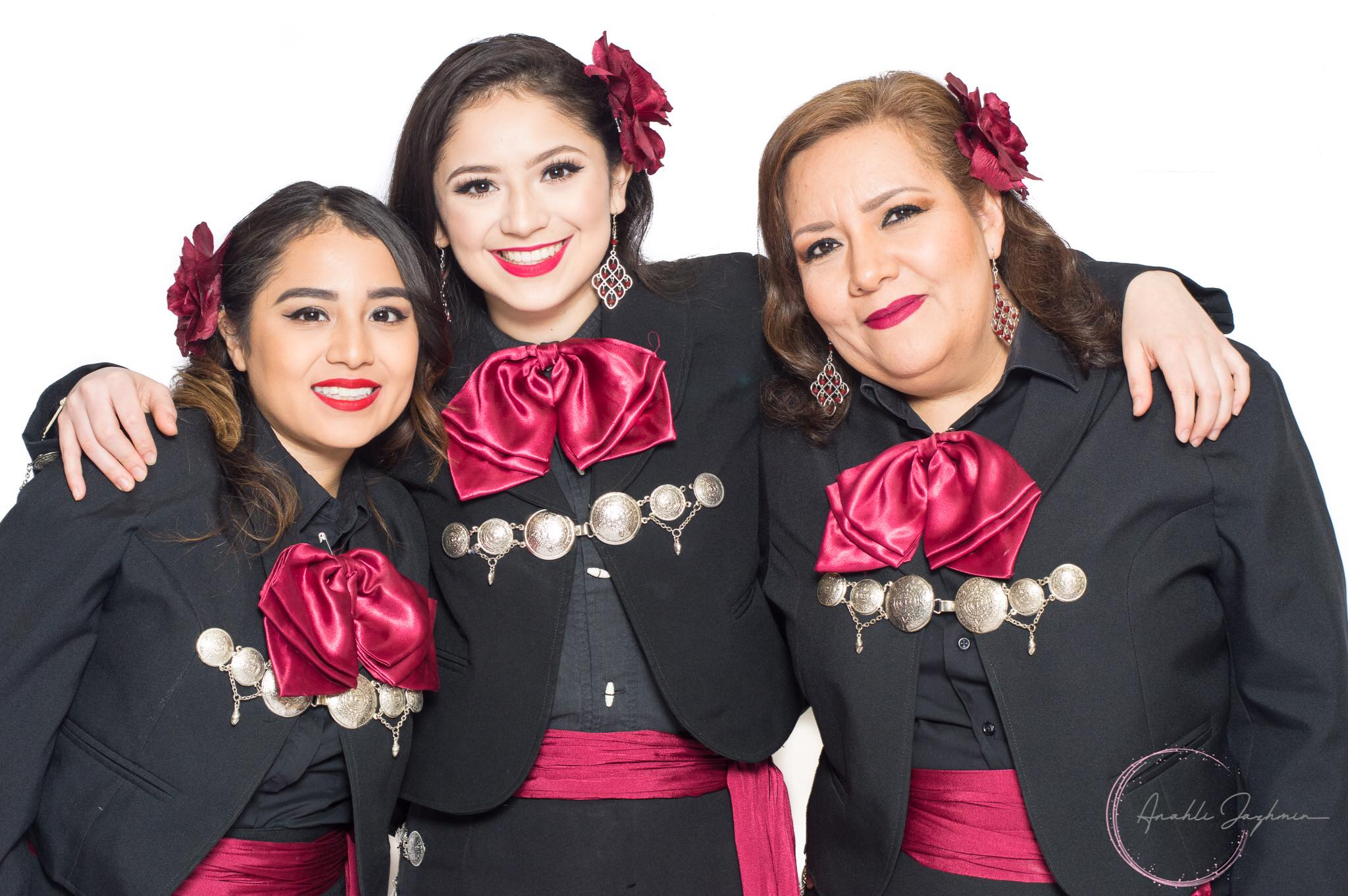 female mariachi group photo from detroit